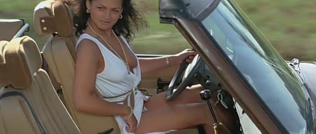 Acabou sendo uma das participações clássicas da série. Depois, ela posou para a Playboy.